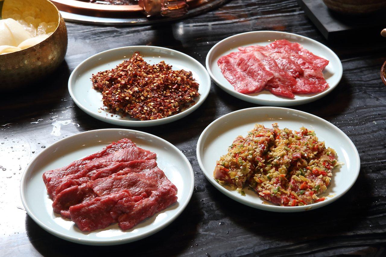 現切澳洲和牛嫩牛肉,有麻辣、泡椒、醬油、原味等4種口味可供選擇,280元起。記者...