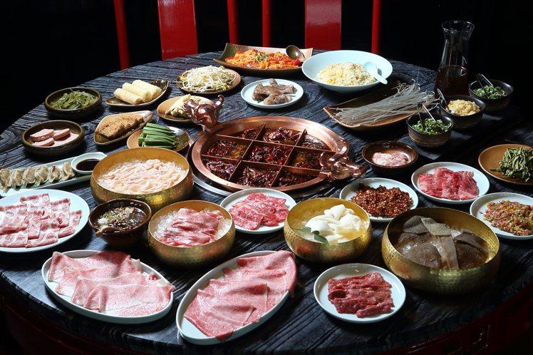 「麻辣45」共提供約百款食材,包含和牛、伊比利豬等多種高級肉品。記者陳睿中/攝影