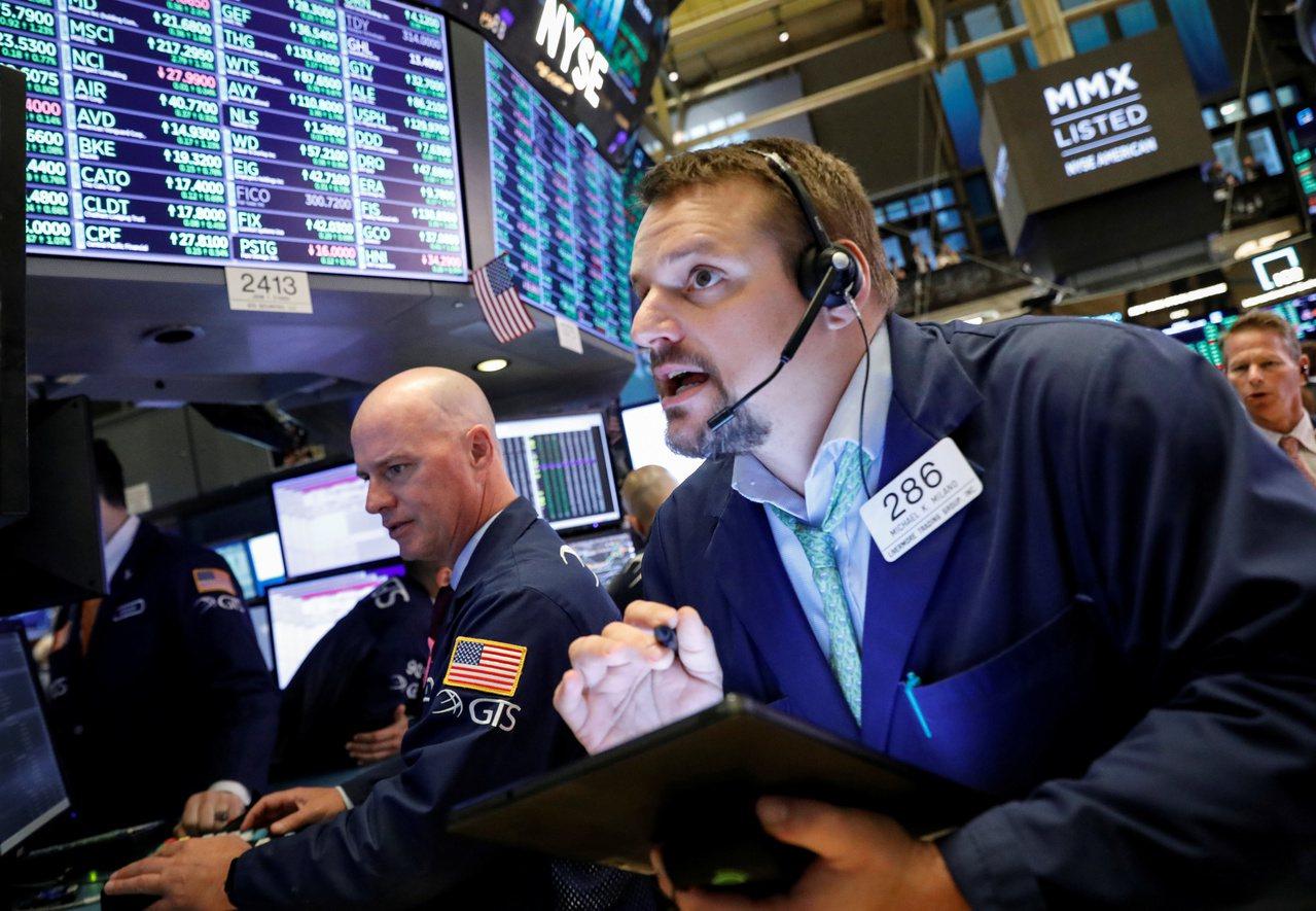 恐慌指數下滑至近三個月低點,美國股市警報可望解除。 路透