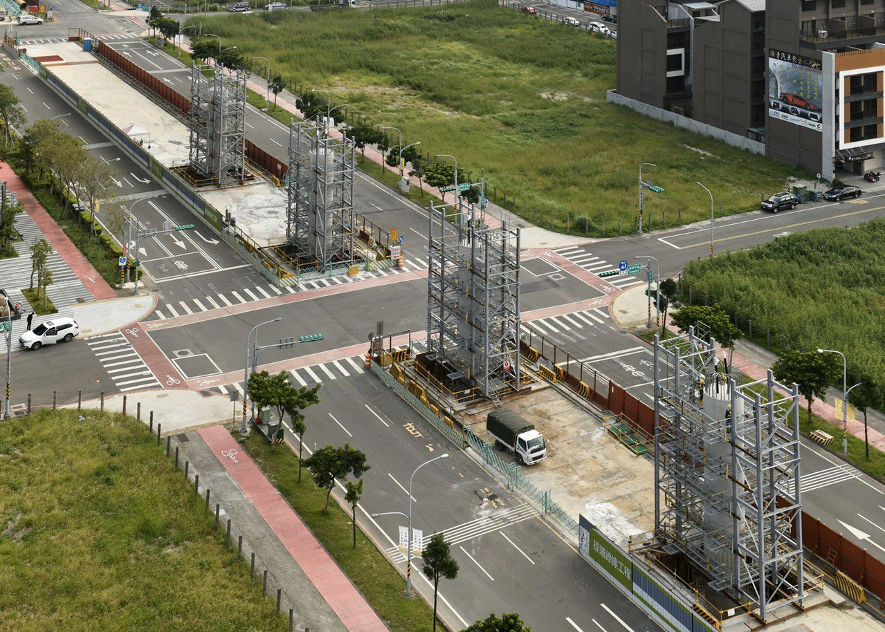 桃園市捷運綠線GC01標八德建德路高架段工程已經看見梁柱。圖/桃園捷運工程局提供