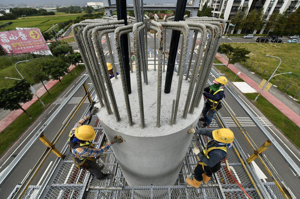 桃園市捷運綠線GC01標八德建德路高架段工程,捷工局表示至16日預定進度2.35...