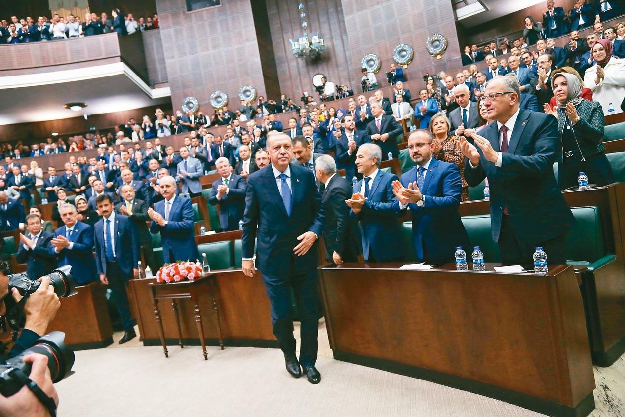 土耳其總統厄多安曾在國會對黨團發表演說,宣稱絕不對庫德族民兵停火。 歐新社