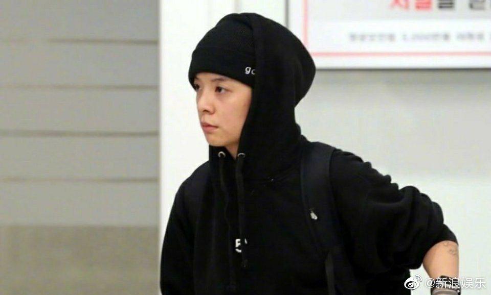 f(x)前成員Amber自美抵韓,立馬前往雪莉靈堂吊唁。