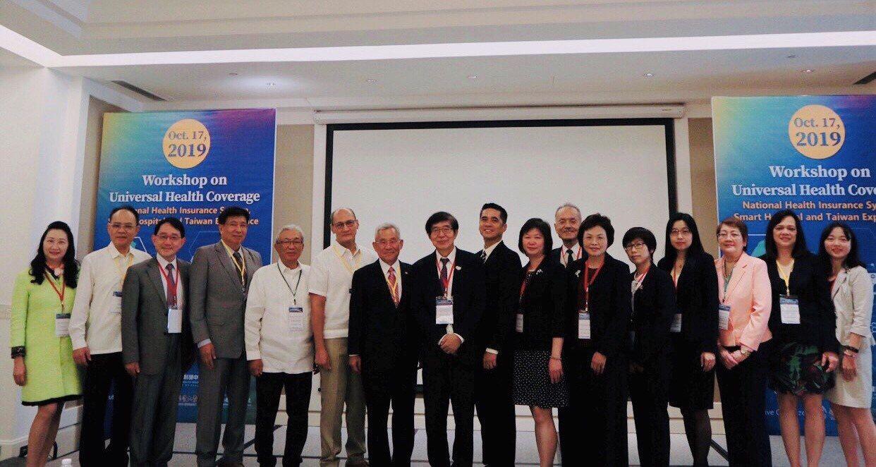 健保署署長李伯璋(左八)率團前往菲律賓,舉辦「台菲全民健保與智慧醫療應用交流會議...