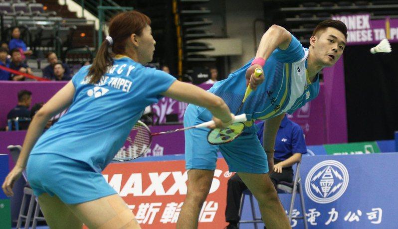 王齊麟(右)與程琪雅。 報系資料照