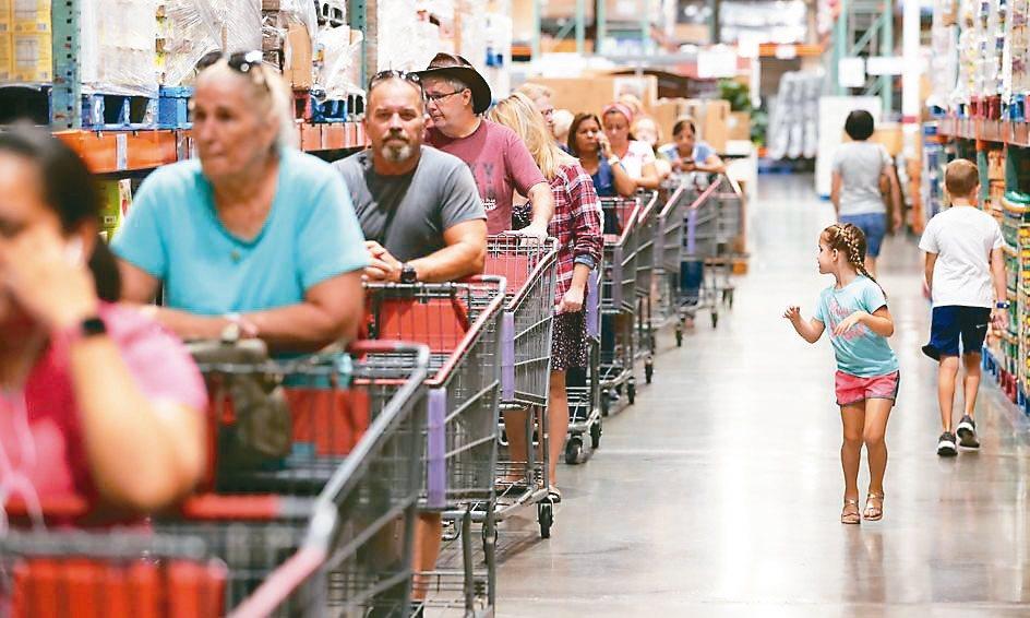 美國9月零售銷售意外下滑,為七個月以來首見。 (美聯社)