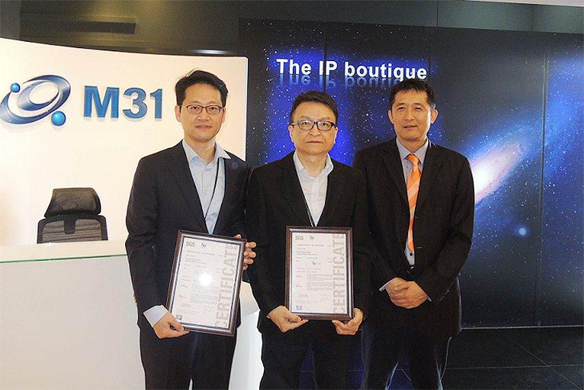 M31執行副總石維強(左起)、M31董事長林孝平、SGS集團台灣副總裁郭耀文。 ...