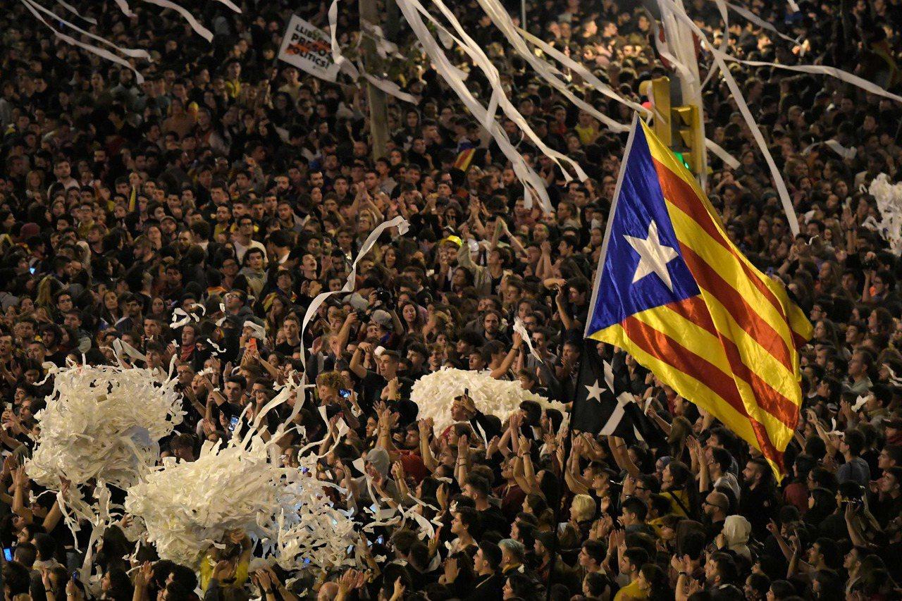 加泰隆尼亞獨派抗議再爆衝突,51人被捕。 法新社