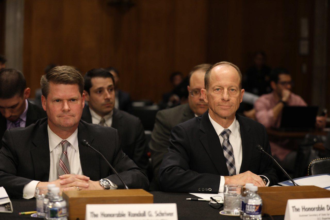 美國國務院亞太助卿史達偉(右)16日出席參議院聽證會時表示,美國已多次對中國霸凌...