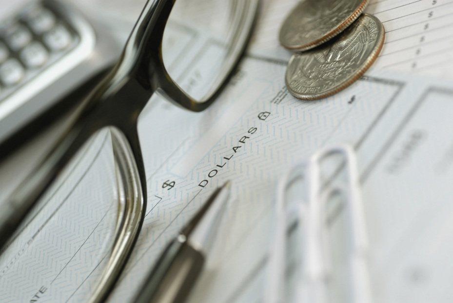 以光學眼鏡產品買賣及眼科儀器設備買賣為主的大學光近3年營運持續成長態勢,推動股價飆上漲停價59.7元,創下近12年新高價。示意圖/ingimage