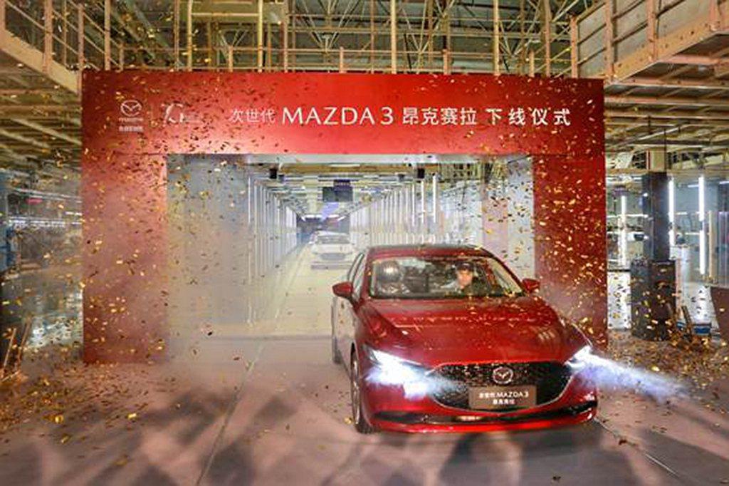 長安馬自達於中國南京廠量產新世代Mazda 3昂克賽拉,並以四門房車為首批量產對...