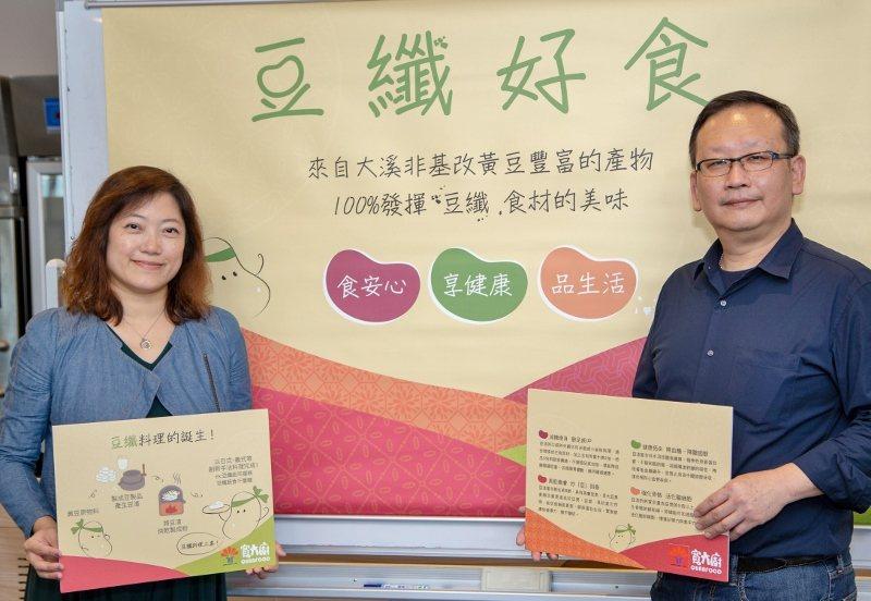 寬泰食品創辦人張桂榛(左)與總經理李向榮。  業者/提供
