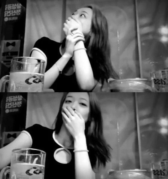 韓國女藝人雪莉與朋友聚餐,她在 Instagram 上開直播和粉絲聊天。突然,她...