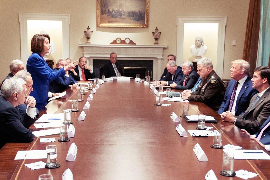 「三流政客」、「有病就要看醫生」,美國總統川普因敘利亞問題,在白宮與國會眾議院長...