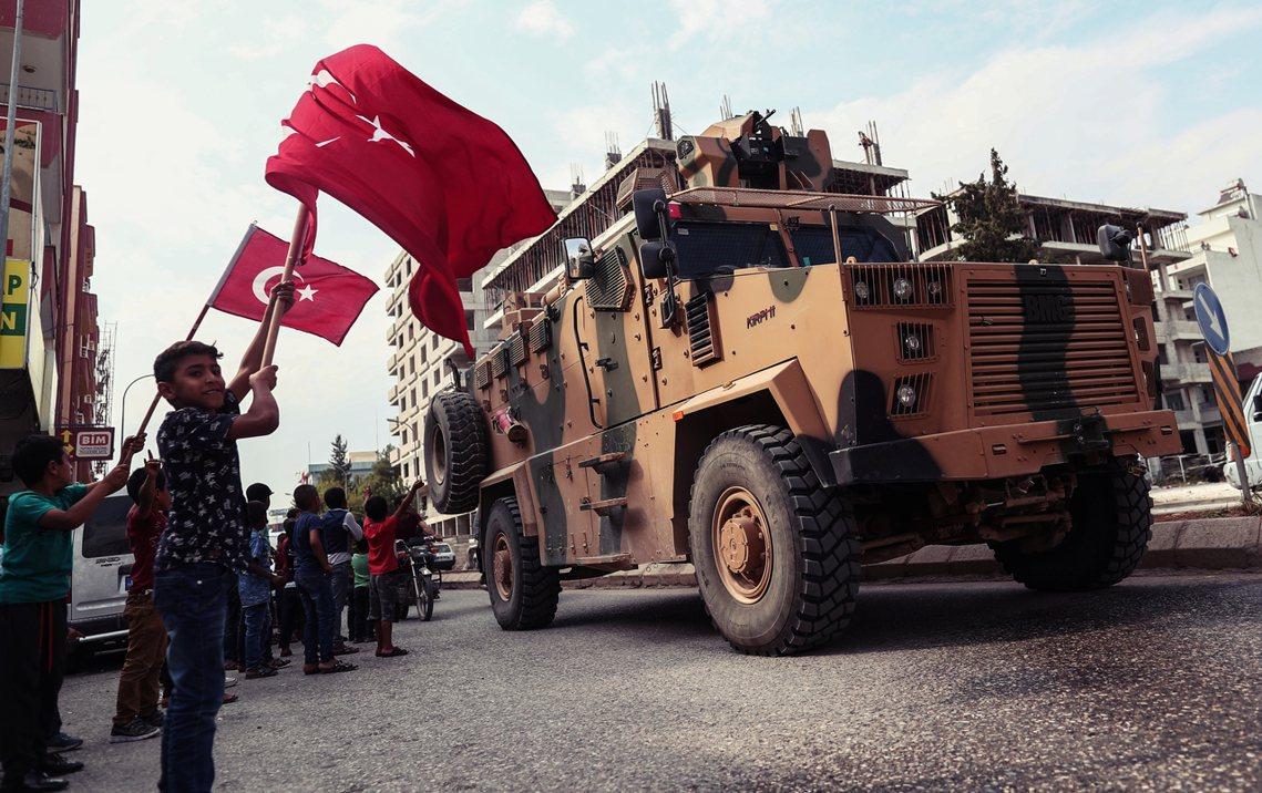「如果敘利亞想要用戰爭奪回他們的領土,那也是土耳其與敘利亞的事——要打讓他們自己...