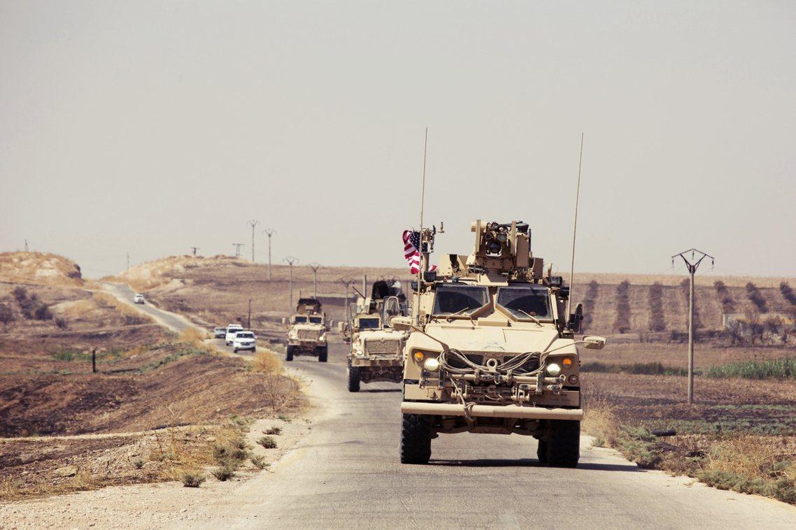 「誰要玩沙就去敘利亞——但我不要——原本說好美軍只負責出人30天,但現在駐軍都快...