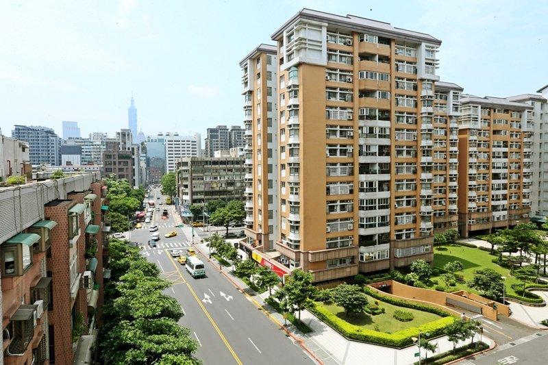 高房價一直是台灣迫在眉睫的問題,這次的提案立意良善,也獲得社會廣大迴響,但仍需更...
