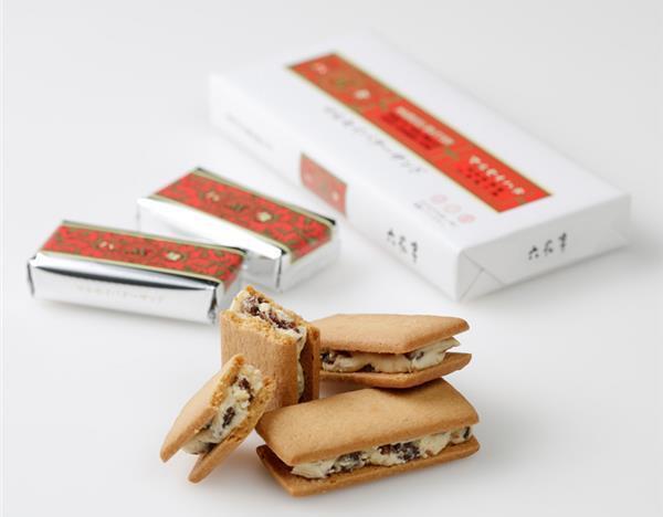 六花亭的「蘭姆葡萄奶油夾心餅乾」是台灣遊客到北海道必買的伴手禮。 圖擷自六花亭官...