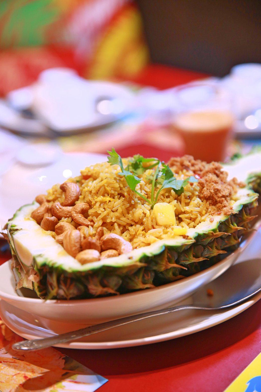 鳳梨炒飯。 張傑/攝影