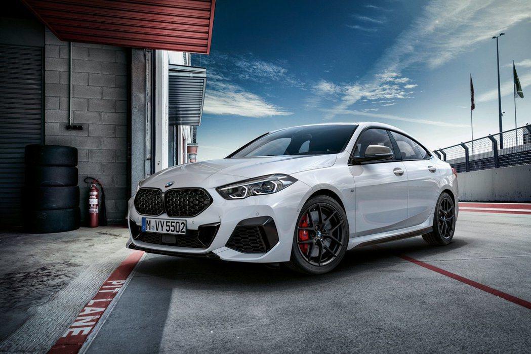 全新BMW 2 Series Gran Coupe將於下月舉行的洛杉磯車展上正式...