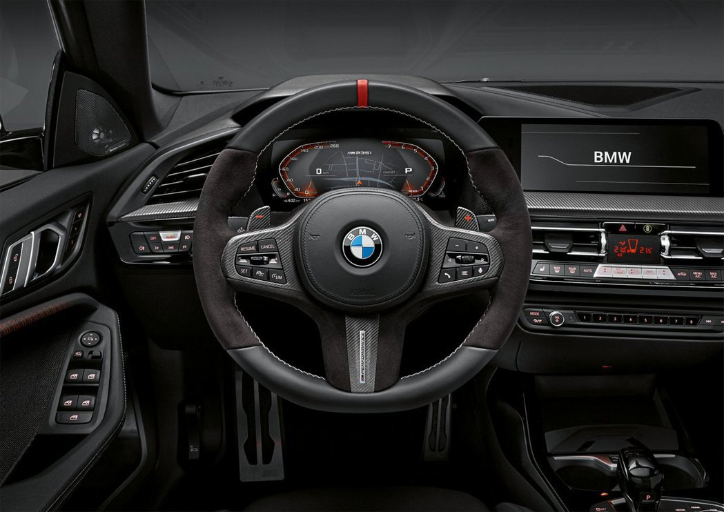 BMW 2 Series Gran Coupe內裝在經過M Performanc...