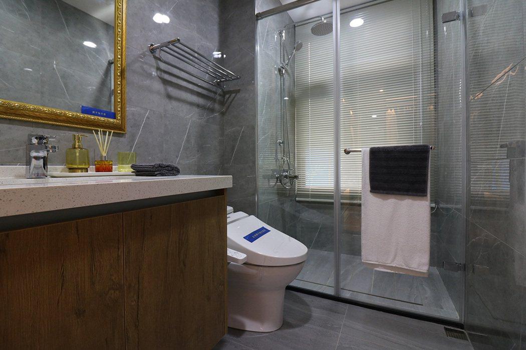 浴廁配備專業級凱樂衛浴、TOTO免治馬桶。 圖/宜誠玓瓅 提供