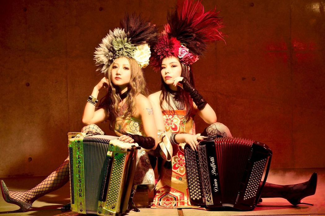 南臺科大國際音樂大師班邀請日本東京手風琴「巡~MeguRee」團體兩位美女講唱會...