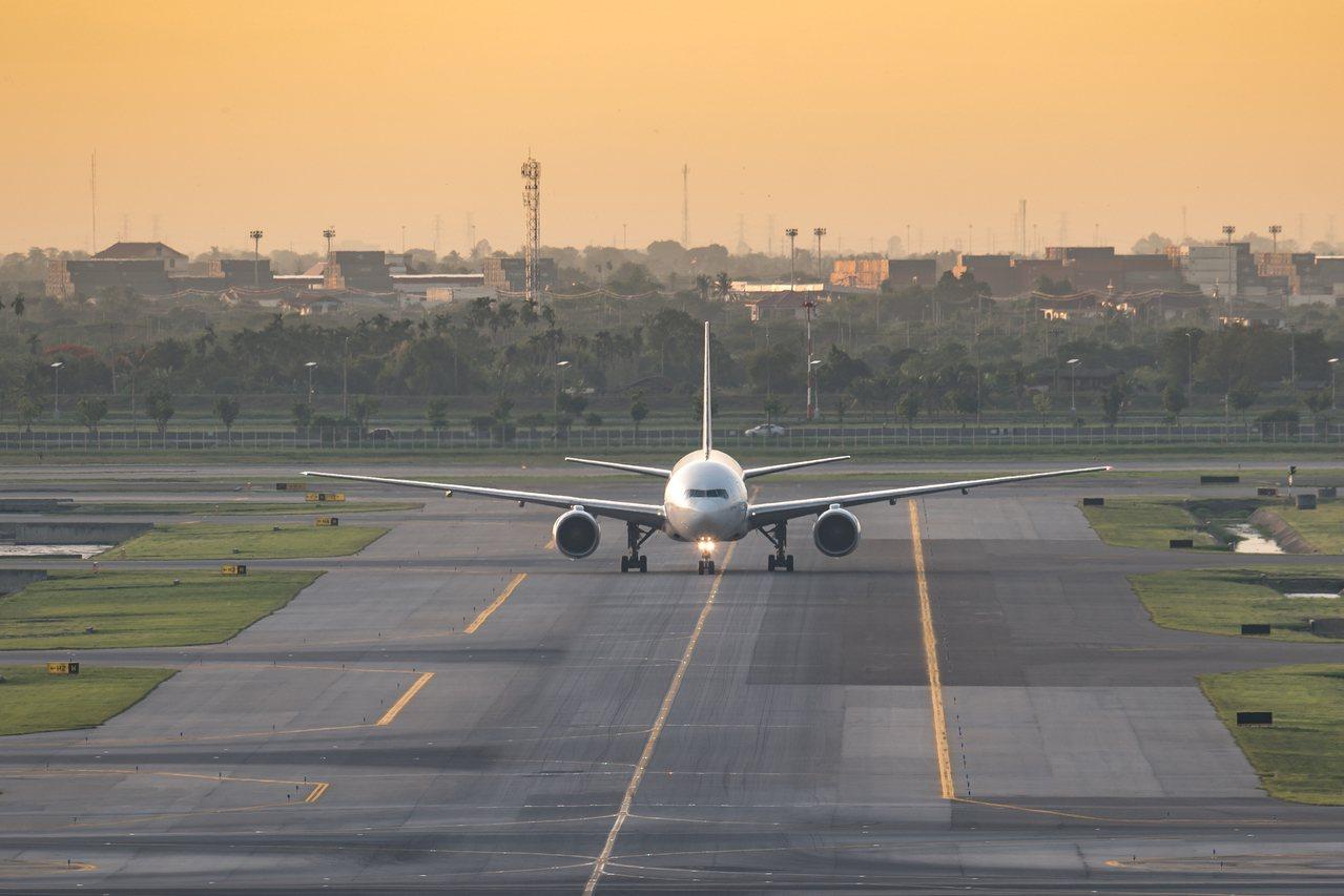 航空公司推出搭到飽機票,最後卻被搭到破產。示意圖/ingimage