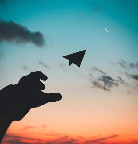 每個人的人生都在「飛行」,在這跌跌撞撞的路上,我們學會了成長。 圖/Pexels