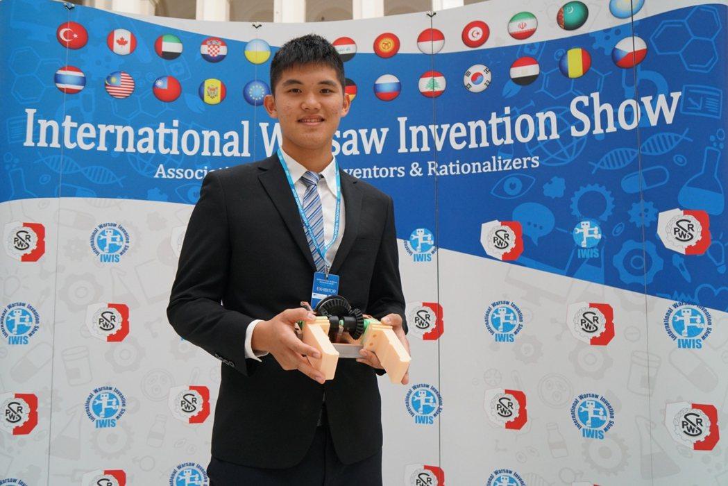 僑光科技大學得獎人邱浩禎。