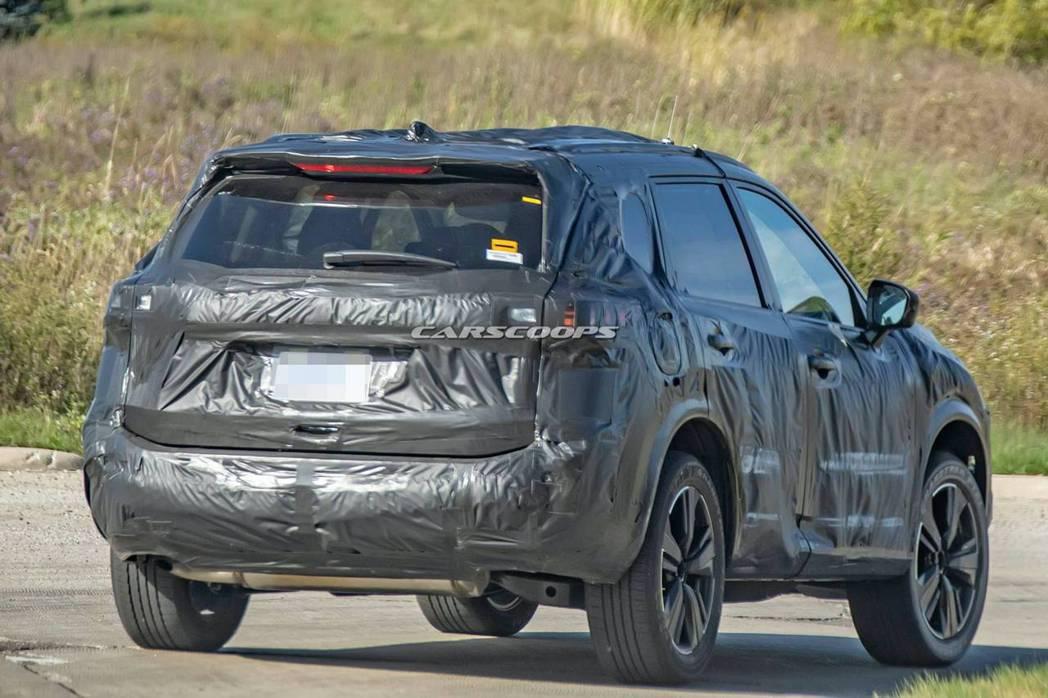 新世代Nissan Rogue/X-Trail偽裝測試車。 摘自Carscoop...