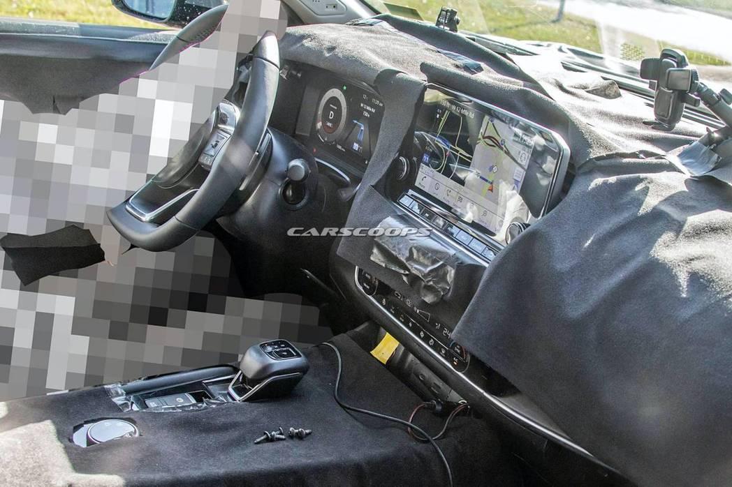 新世代Nissan Rogue/X-Trail將換上全數位儀表、大尺寸中控螢幕。...