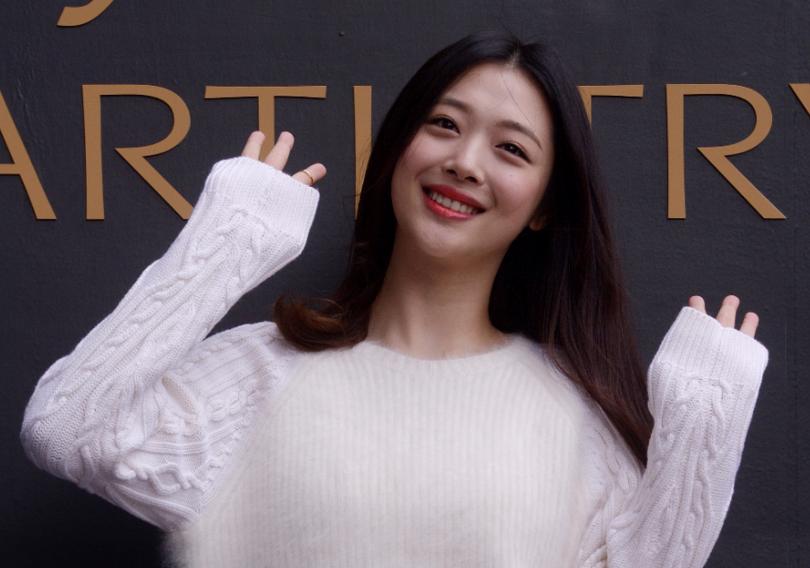 雪莉(Sulli)事件引發韓國社會再關注網絡惡評問題,但要打擊惡評文化不易。 美...
