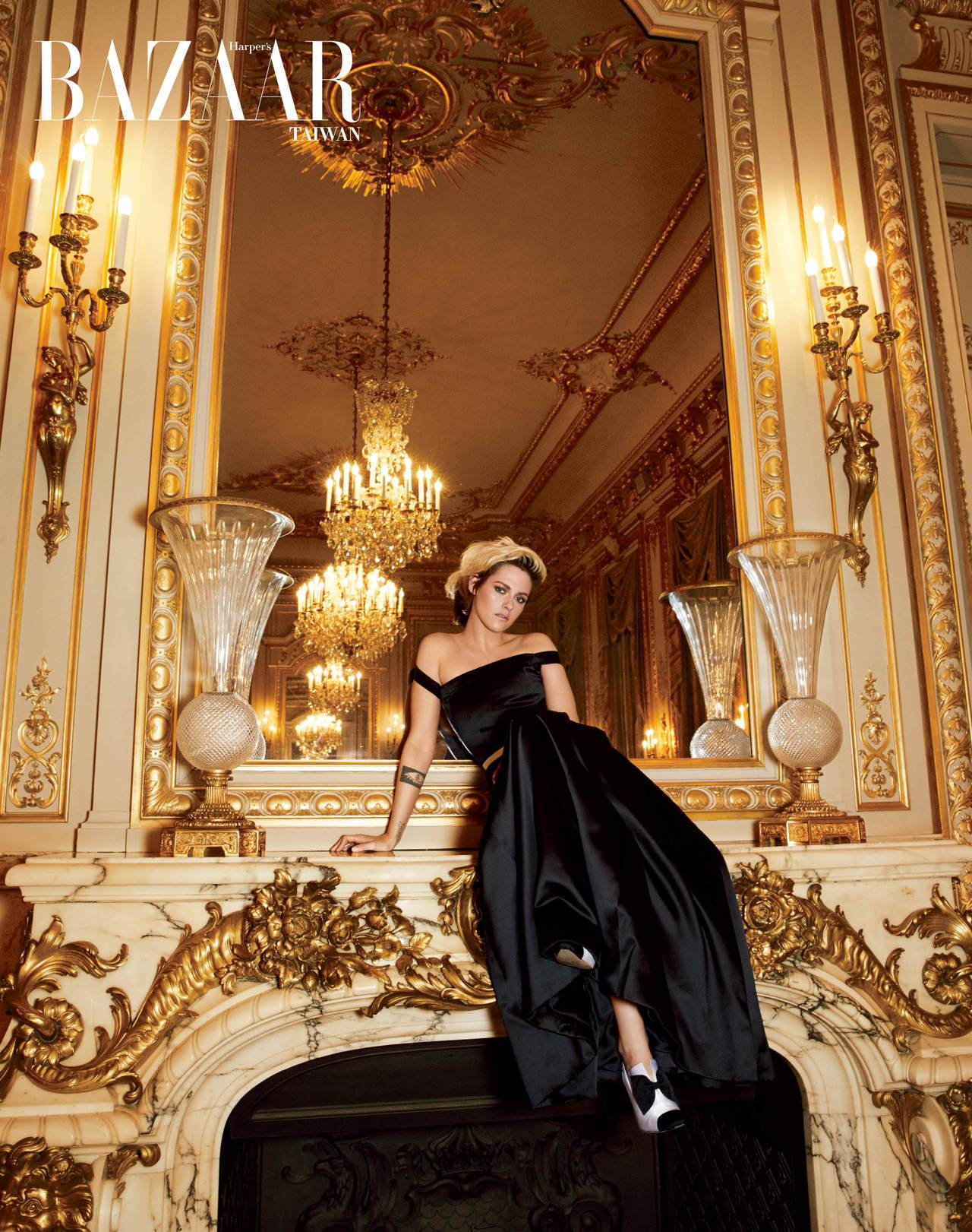 緞面禮服、腰帶、高跟靴,Chanel Haute Couture。