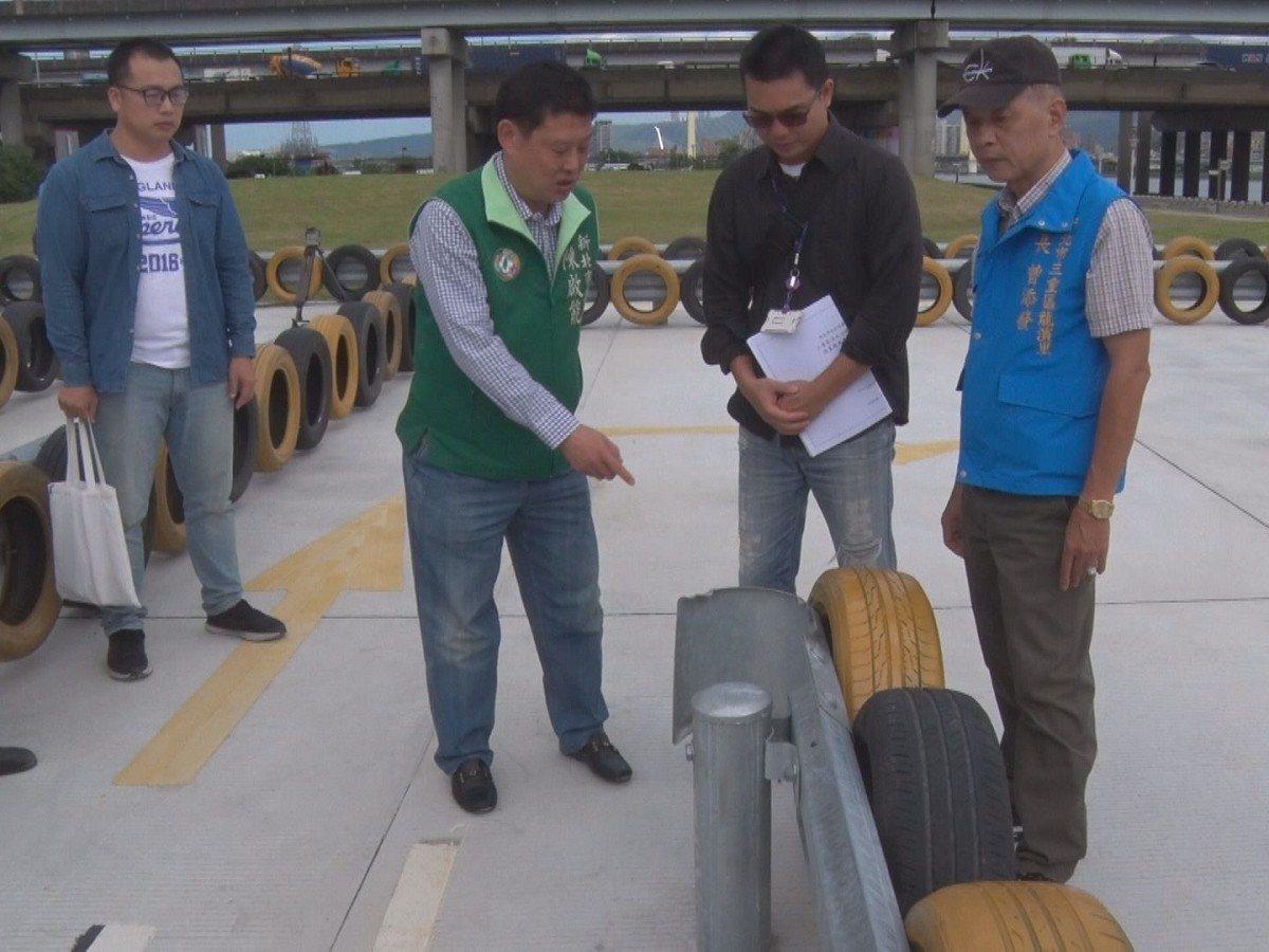三重龍門路底的堤外高灘地興建一座機車練習場,雖然工程已在8月底完工,但卻遲遲未開...
