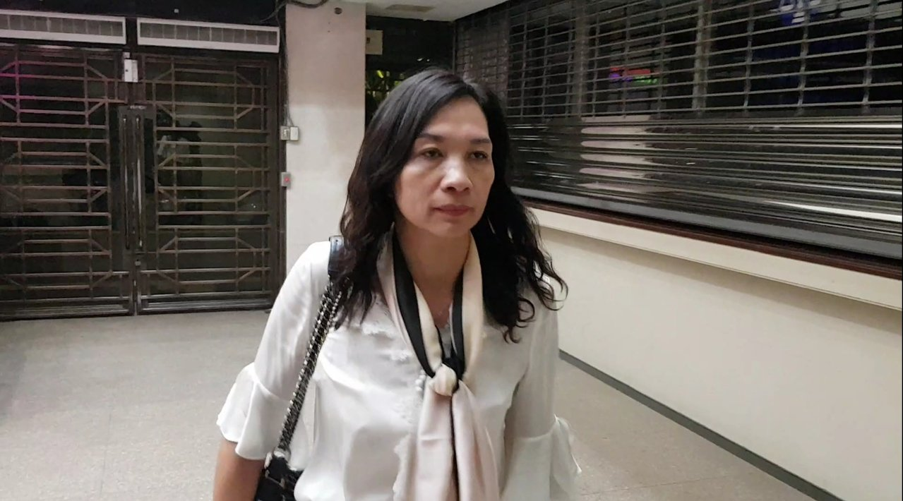 「百纖果屋」前老闆娘蕭錦戎遭約談。記者張宏業/攝影