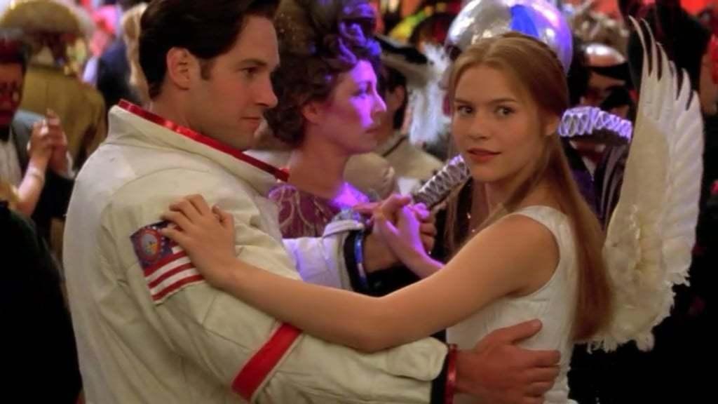 保羅洛德與克萊兒丹妮絲在「羅密歐與茱麗葉」化裝舞會上的一幕。圖/摘自extmov...