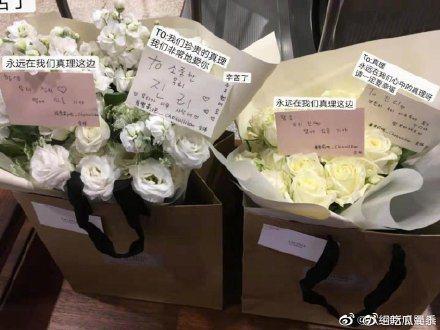 由於雪莉的喪禮以非公開形式進行,不少粉絲送花至所屬公司SM娛樂。圖/摘自新浪娛樂