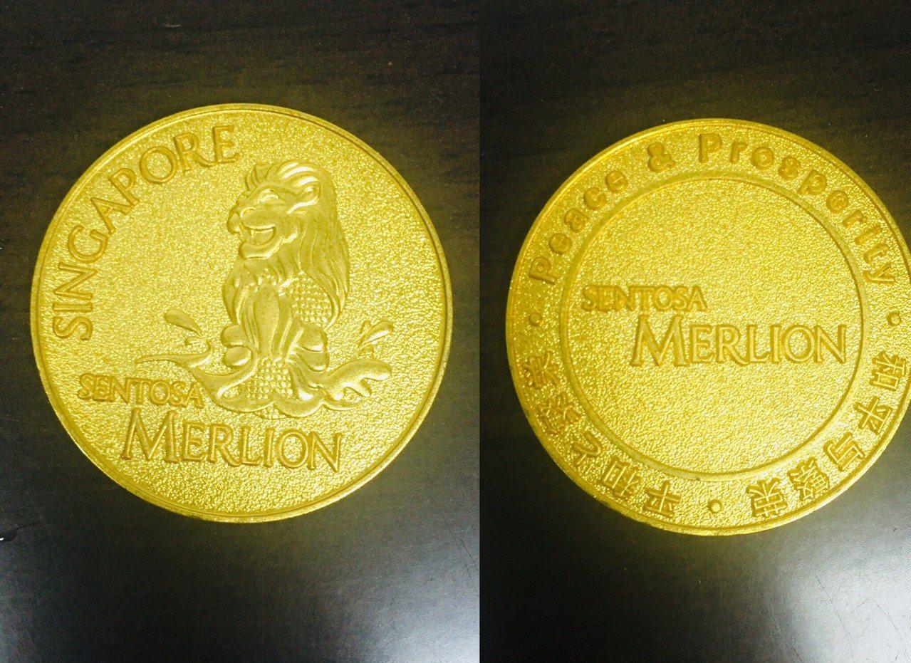 新加玻聖淘沙「魚尾獅塔」紀念幣。記者張雅婷/攝影