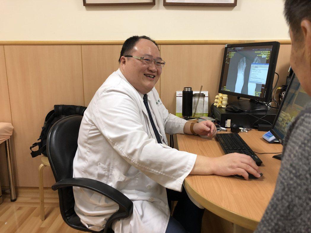 台中慈濟醫院風濕免疫科主任林亮宏提醒乾癬病人不要自行停藥。圖/台中慈濟醫院提供