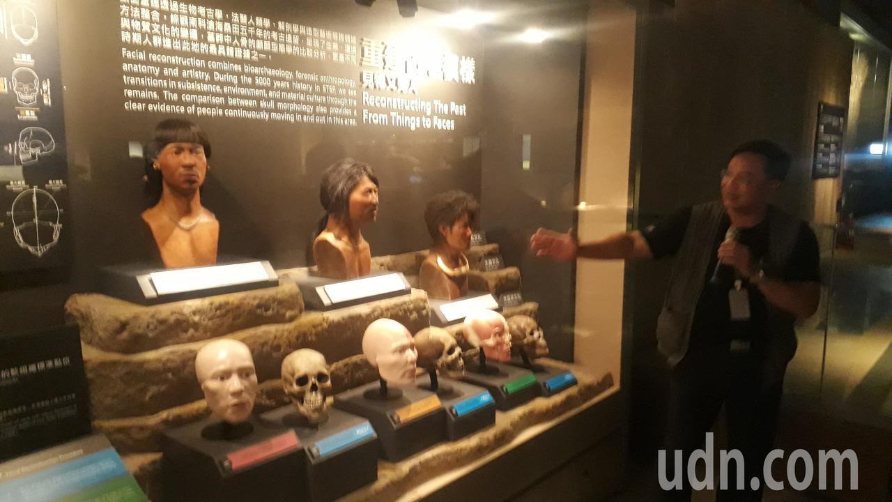南科考古館每天有專人導覽解說。記者周宗禎/攝影