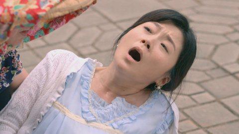 三立週五台灣好戲「天之蕉子」劇情將進入另一高潮,飾演千金女秀玉的楊小黎在此部戲除了挑戰經典床戲外,更是演出高難度的生產戲。劇中秀玉從小身體不好,醫生告誡不適合生養,但她為了心愛的人,堅持要將小孩生下...