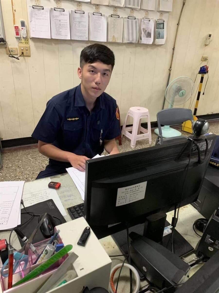 海南所員警劉奕廷謙虛的說,能夠幫的上忙,實在太好了。記者邵心杰/翻攝