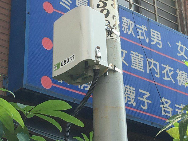 市長林智堅上任至今設置345個微型空氣品質感測器,以科學園區、香山工業區、交通要...