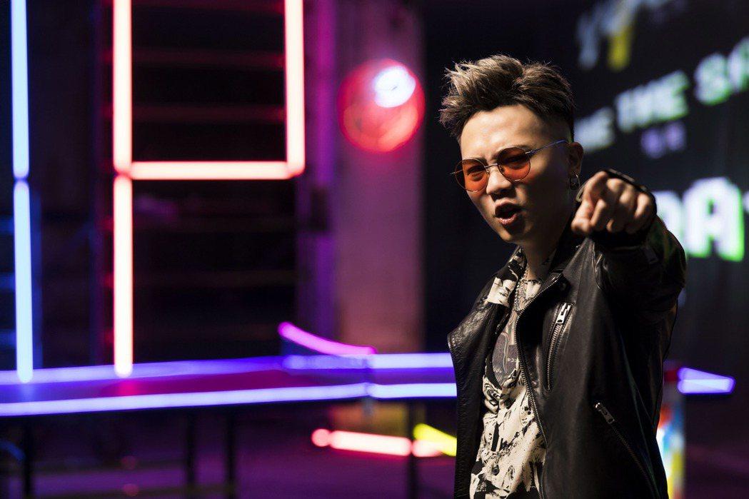 蕭秉治新歌「痛快世代」飆出人生最高音。圖/相信音樂提供