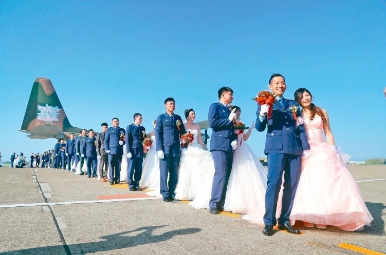 空軍證實,一對同婚新人也將退出10月26日在屏東舉行的聯合婚禮。圖/本報資料照片