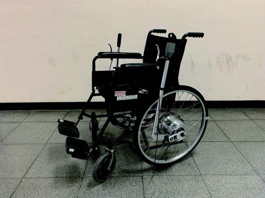 雲林科大機械系師生吳益彰、陳泓瑋、高思穎設計的「模組式雙動力輸入裝置之推桿式輪椅...