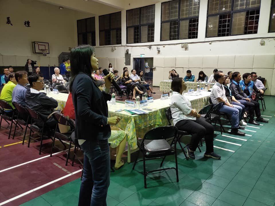 基隆市政府教育處昨晚召開公聽會,特別和家長、社區居民溝通,現有學生計畫轉到附近3...