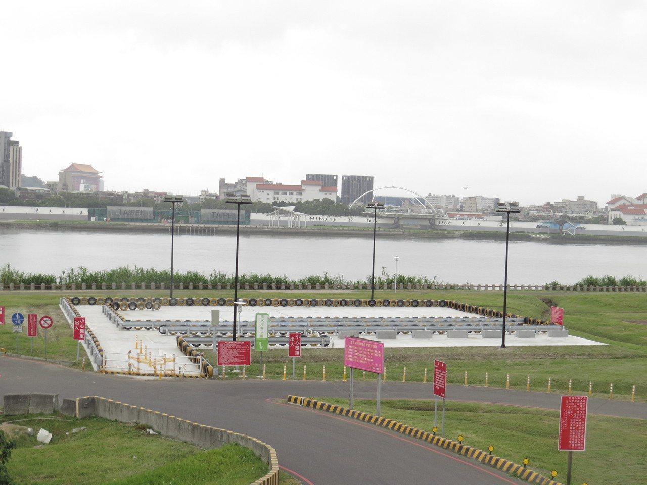 三重區淡水河畔機車練習場將在10月底才會開放使用。圖/議員陳啟能提供