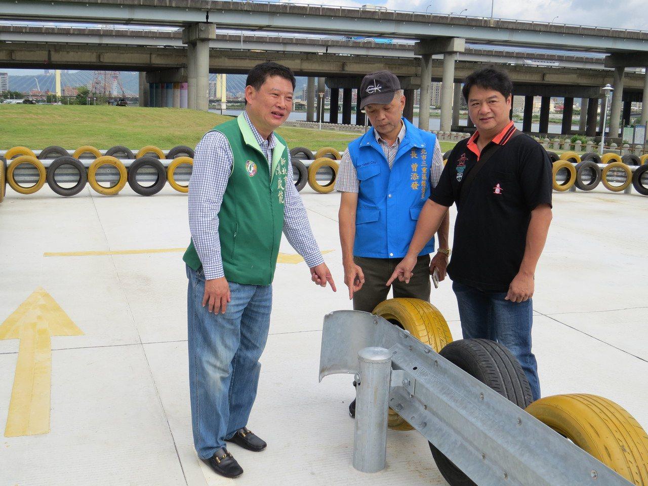 議員陳啟能(左)要求練習跑道2側皆加裝防撞設備,以維護練習者安全。